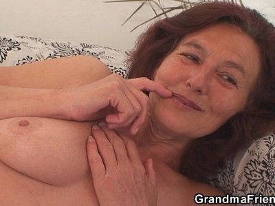 cock  lady  skinny  swallow